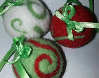Felting three balls for Christmas.