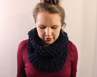 Knitted Cowl in Navy {Wool Scarf, Chunky Knit Scarf, Knit Cowl, Navy Blue Scarf, Infinity Scarf}