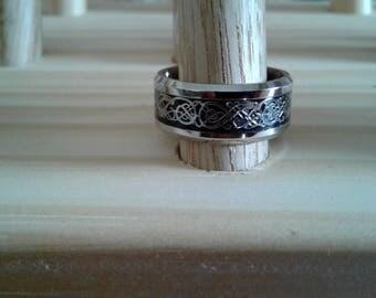 Celtic band wedding ring
