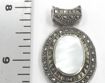 Mother of Pearl with Sterling Silver Pendant 11.7 Grams Hallmarked 925