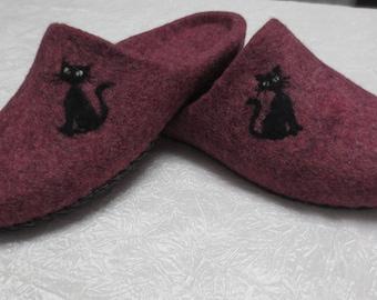 Women's slippers felt of sheep wool