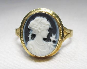 Vintage 18K Yellow Gold Oval Cameo Ring