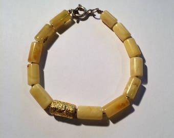 Bracelet in honey-amber with 24 carat gold leaf