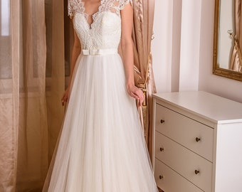 Nika wedding dress lace and sleeves