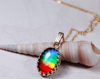 Ammolite pendant.Four bright colour rainbow in 14k gold.Makes a powerful impression.#081617