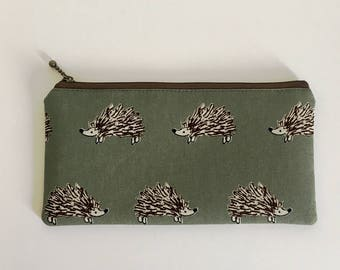 Flat  zipper pouch  - Retro green hedgehog
