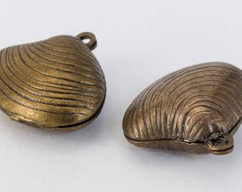 18mm Antique Brass Clamshell Charm (2 Pcs) #198A