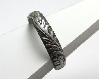 Flower Ring Engraved floral pattern Stackable Sterling Silver Ring sz 6 1/2 Oxidized Black