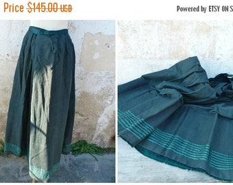 "ON SALE Antique 1890s French Victorian  dark green light wool skirt bustle / ""faux cul"" shape"