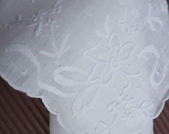 Vintage hankie, vintage handkerchief, vintage white handkerchief, embroidered hanky,Wedding hankie, Bridal hankie