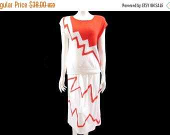 Summer Sale Vintage Retro 2 Piece Set // Outfit 80s Two Piece Red White Sweater and Cotton Skirt// Size M// 135