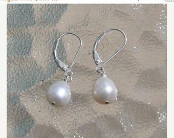 Pearl earrings, sterling silver, freshwater pearls, Silver earrings, Elegant classic earrings, lever backs, Pearl Jewelry