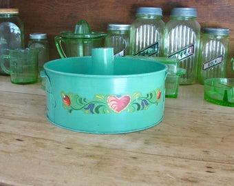 Vintage Swans Down Cake Flour Bundt Pan, Retro Kitchen Decor, Cottage Chic, Jadeite Green, Heart Decal, Home Decor, Vintage Decor, Green