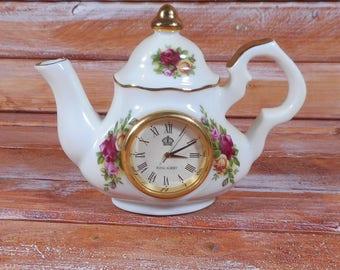 Royal Albert Tea Pot Clock,Beautiful Old Country Roses Small tea Part Tea Pot Clock ,Dated 1962 Rare Tea Pot Clock