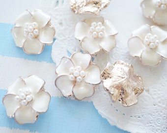 SALE 5 pcs Metal  Flower Motif / Pearls Centered Cabochon (20mm) White AZ138 (((LAST/ no restock)))
