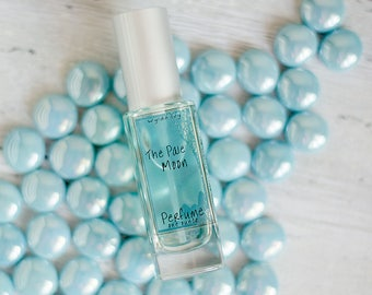The Pale Moon Perfume   Notes of Vanilla, Cocoa, Musk, Orchid, and Wood