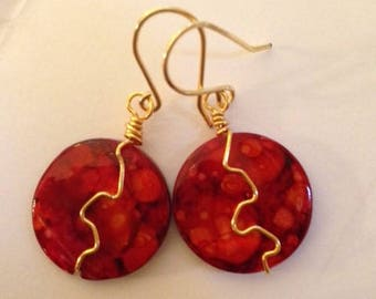Red Shell Earrings, Mottled Red Mother of Pearl Earrings, Batik Red Lacquered Shell Disk Earrings, Red and Gold, Mother of Pearl
