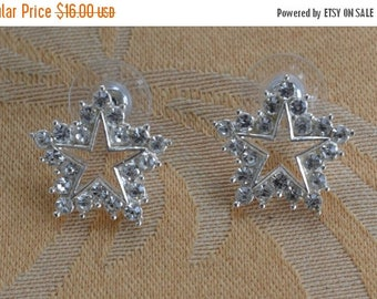 ON SALE Pretty Vintage Rhinestone, Silver tone Star Pierced Earrings (B11)