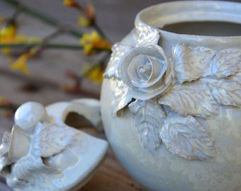 Alice in wonderland Sugar bowl - ivory - Stoneware with roses in cream glaze