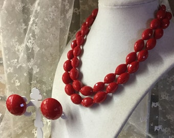 Lovely Signed Dalsheim Lipstick Red Faceted Lucite Bead Demi Parure Two Strand Necklace Clip On Earrings 1950's Dome Button Earrings