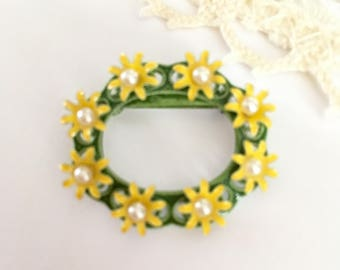 Vintage Enamel Daisy Flowers with Faux Pearls Pin Brooch