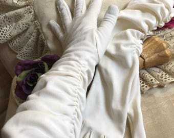 Vintage beige mid arm ruched stretch gloves, bride's gathered mid arm ivory gloves, cream color wedding gloves sz M/7
