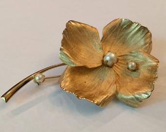 Beautiful Vintage Flower Brooch, Faux Pearl Accents, Wildflower Brooch, Classic Vintage Pin, Classy Costume Jewelry, Fluttery Petals