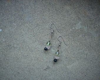 Earrings in Peridot, pink and black pearl