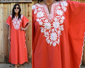 Vintage 70s Red EMBROIDERED CAFTAN Boho MAXI S M