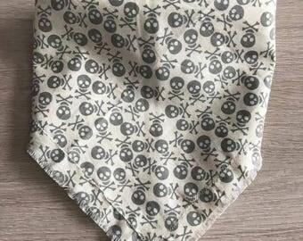 Skull and Cross Bones dog bandana / pet accessories / dog scarf / bandana / dog bandana / skull / boys bandana / grey bandana
