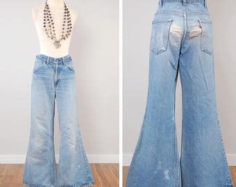 Vintage 70s LEVIS orange tab bellbottoms / Perfectly faded and distressed / 34 waist x 30 inseam