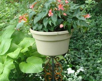 Short Hearts Plant Stand