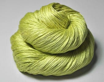Splitted lime - Silk Fingering Yarn - Knotty skein