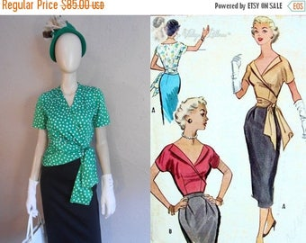 WW2 ENDS SALE We'll Need More Gin - Early 1950s Kelly Green Polka Dot Blouse w/Side Swoop Sash - 2/4