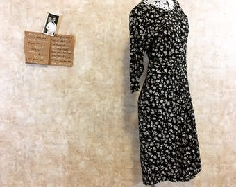 Vintage 80s Riot Grrrls Primtastic Black and White Wiggle Dress with Lace Collar