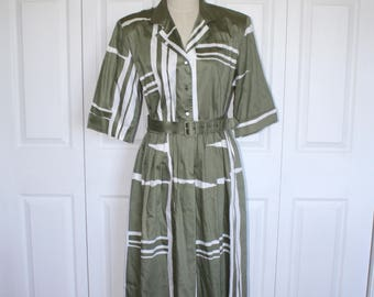Vintage Green Fitted Waist Dress .  1980s Does 1950s Style Shirt Dress by Willi of California with Matching Belt . Size Extra Large