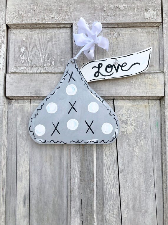 Valentine Kiss door hanger, Valentine's Day door hanger, kiss classroom sign, Valentine Day Door hanger, love door hanger, personalized door