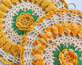 Vintage Crocheted Pot Holders /  Yellow Flowers / Set of 2