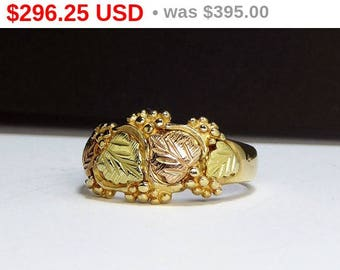 Black Hills' Gold Ring Band - Grape Leaves & Grapes - Tri Colored 10Kt Gold Signed Ring - Rose Gold, Yellow Gold and Light Gold - Size 8 1/2