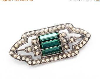 20% OFF SALE - Lovely Art Deco / Art Modern Emerald Rhinestone and Faux Pearl Brooch