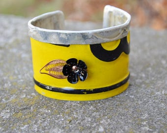 Vintage License Plates, Fold Down The Top, Get a Lot of Swank with New Old Stock Vintage Flower.  In Yellow and Black.  Vintage Plate Cuff.