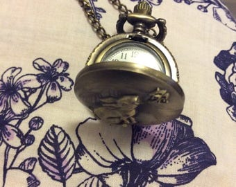 Bunny rabbit watch necklace snaps shut locket style second hand/battery works