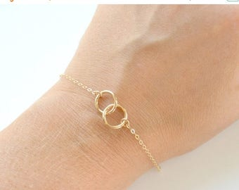 SALE - Gold Interlocking bracelet, Bridesmaid Jewelry, Wedding Jewelry, Everyday Simple Dainty Bracelet, Gold Rings Infinity Bracelet, Mothe