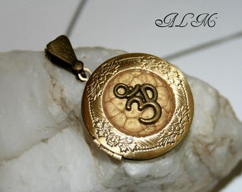 Pendant with OM symbol bottom photo for gold antique (p)