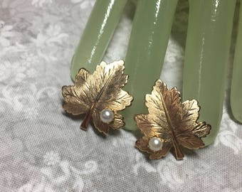 "Vintage 1 1/4"" Goldtone Single Leaf Faux Pearl Style Clip on Earrings - Coventry"