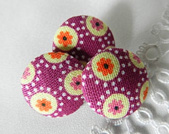 Button in purple floral fabric, 18 mm / 0.70 in