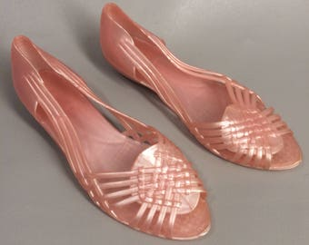 Vintage 80s Pink Jelly Shoes. Rubber Woven Huaraches. Plastic Shoes. Pink Slip Ons. Pink Flats. 80s Retro Sandals. Jellies. Womens US size 7