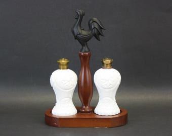 Vintage Milk Glass Hobnail Salt & Pepper Shakers on Rooster Caddy (E8787)
