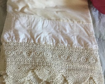 Extremely beautiful Shabby cottage beach corchet pleats ~ Vintage twin bedskirt