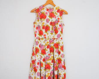 1960s Roses Print Dress Keyhole Back Fit and Flair Sleeveless Handmade Summer Womens Vintage Small